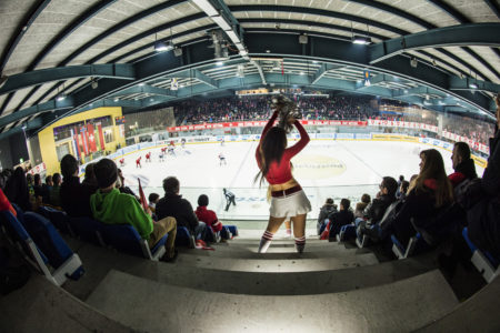 20.12.2014; Arosa; Eishockey Arosa Challenge - Schweiz - Weissrussland; Cheerleader Eurodancer waehrend dem Spiel (Claudia Minder/freshfocus)